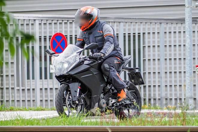 leaked-pics-show-a-more-mature-ktm-rc-390-is-coming